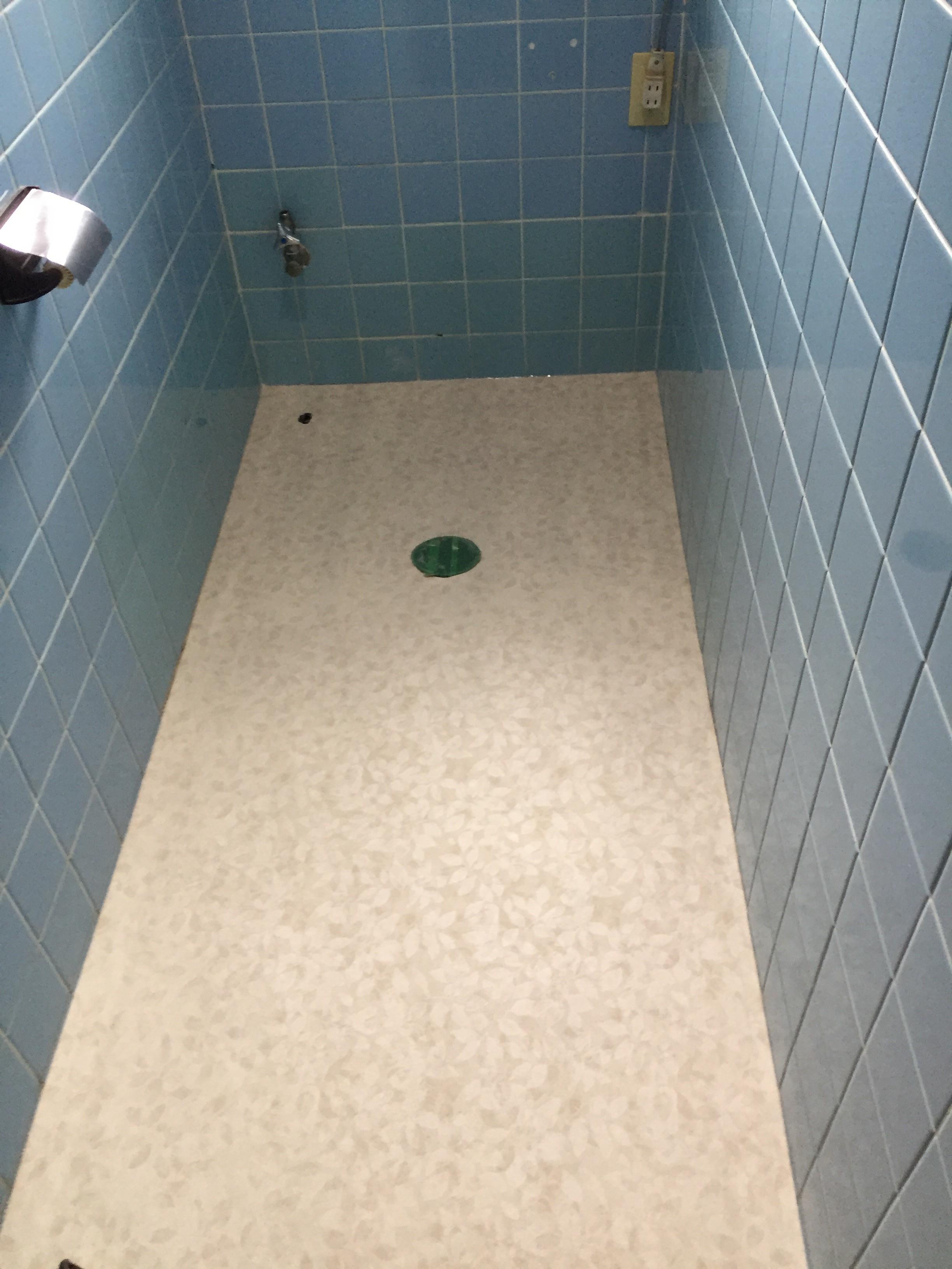 新居浜市 簡易水栓トイレへリフォーム 施工中3