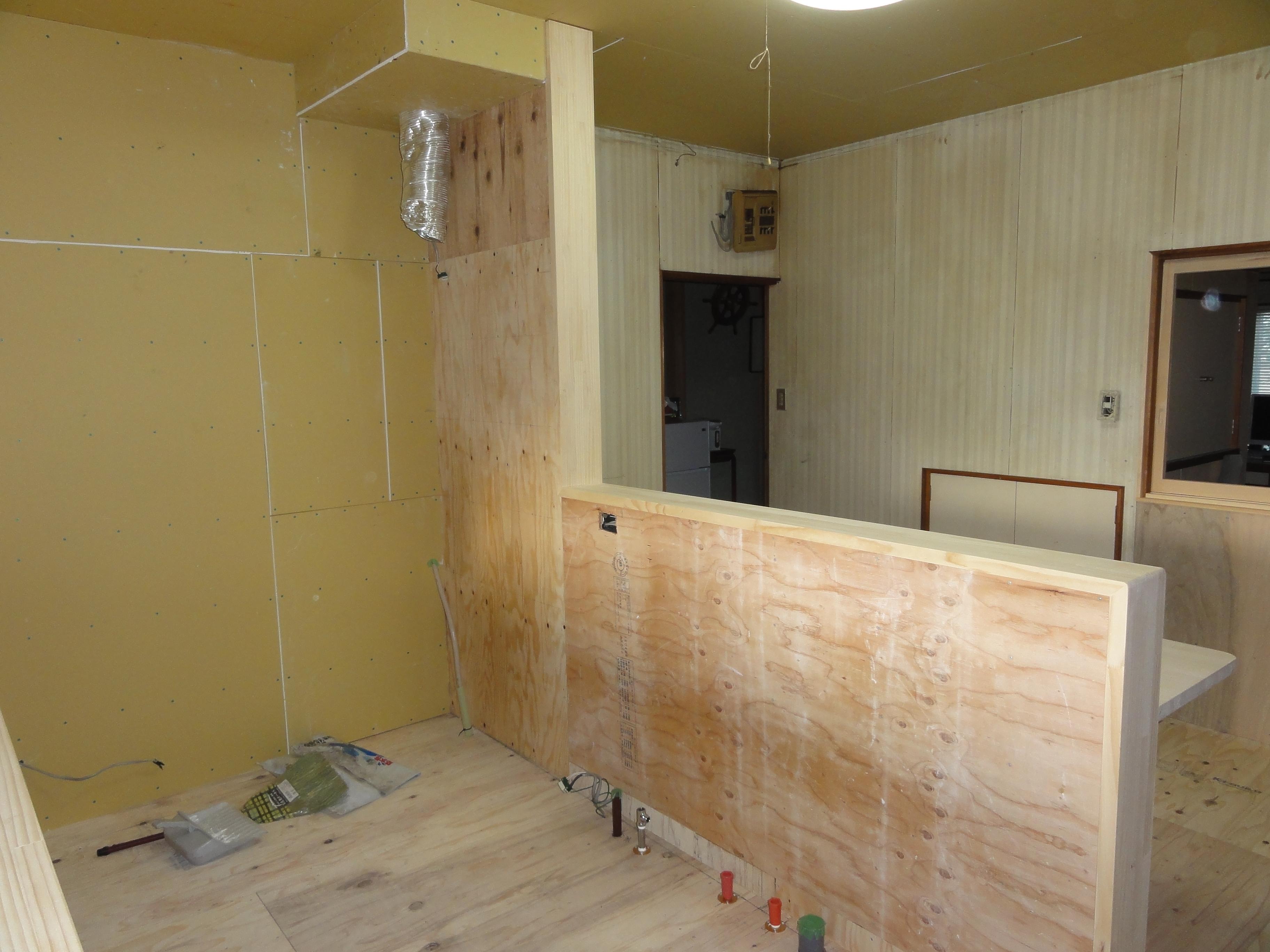西条市 対面キッチンへリフォーム 施工中4