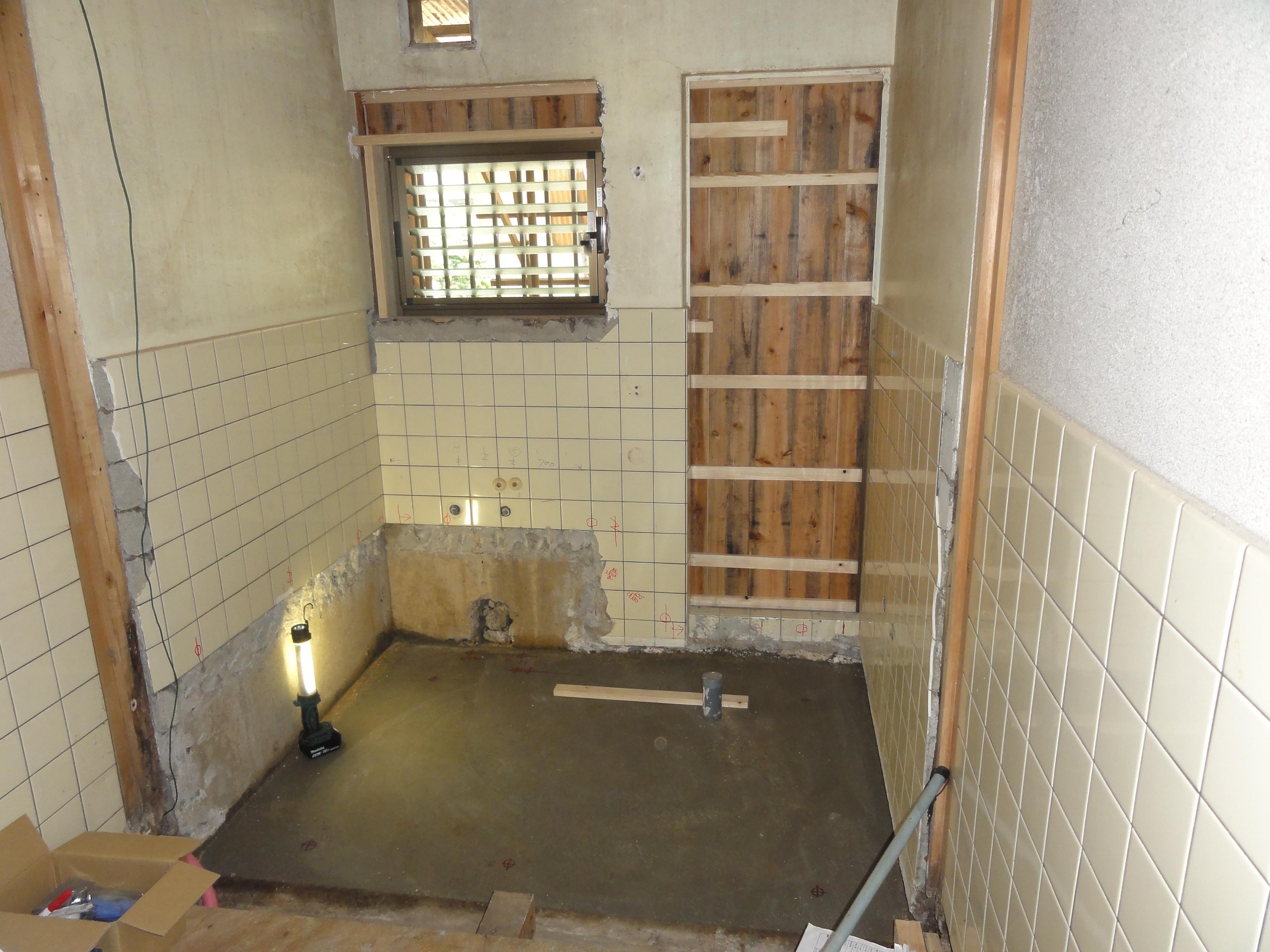 西条市 浴室リフォーム 施工中2