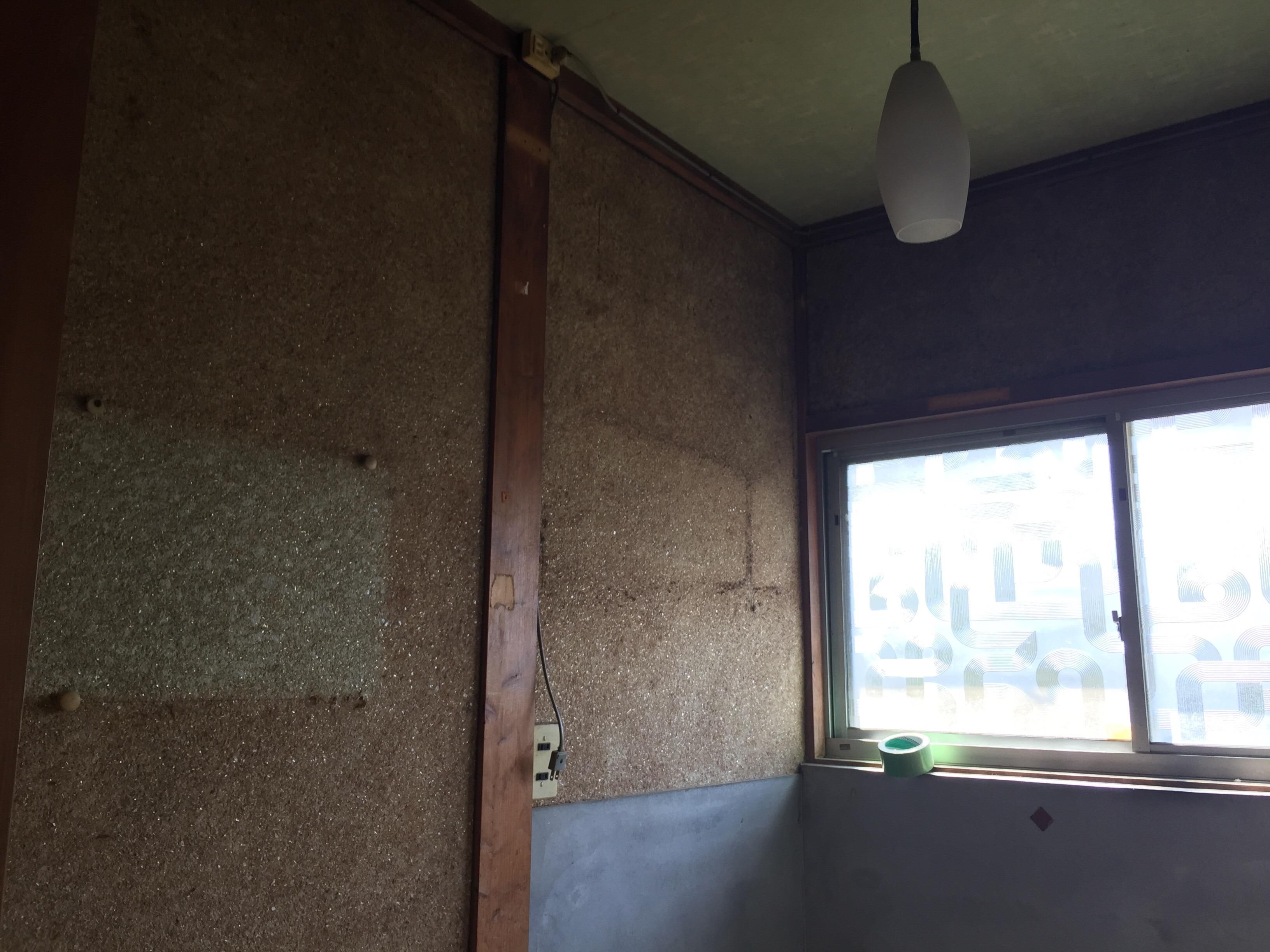 西条市 脱衣所リフォーム 施工前 部屋が暗い