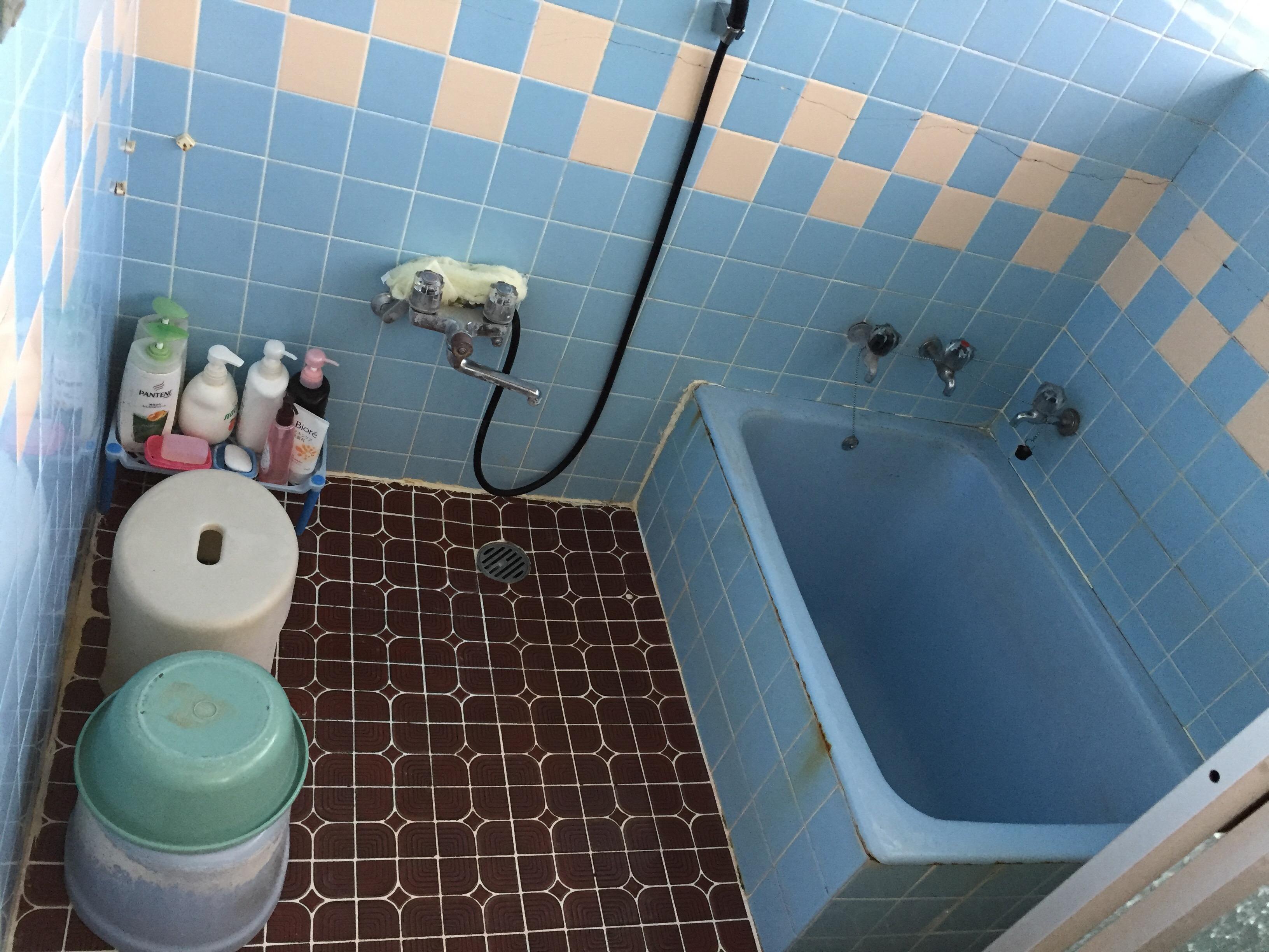 西条市 タイル貼り浴室からユニットバスへリフォーム 施工前
