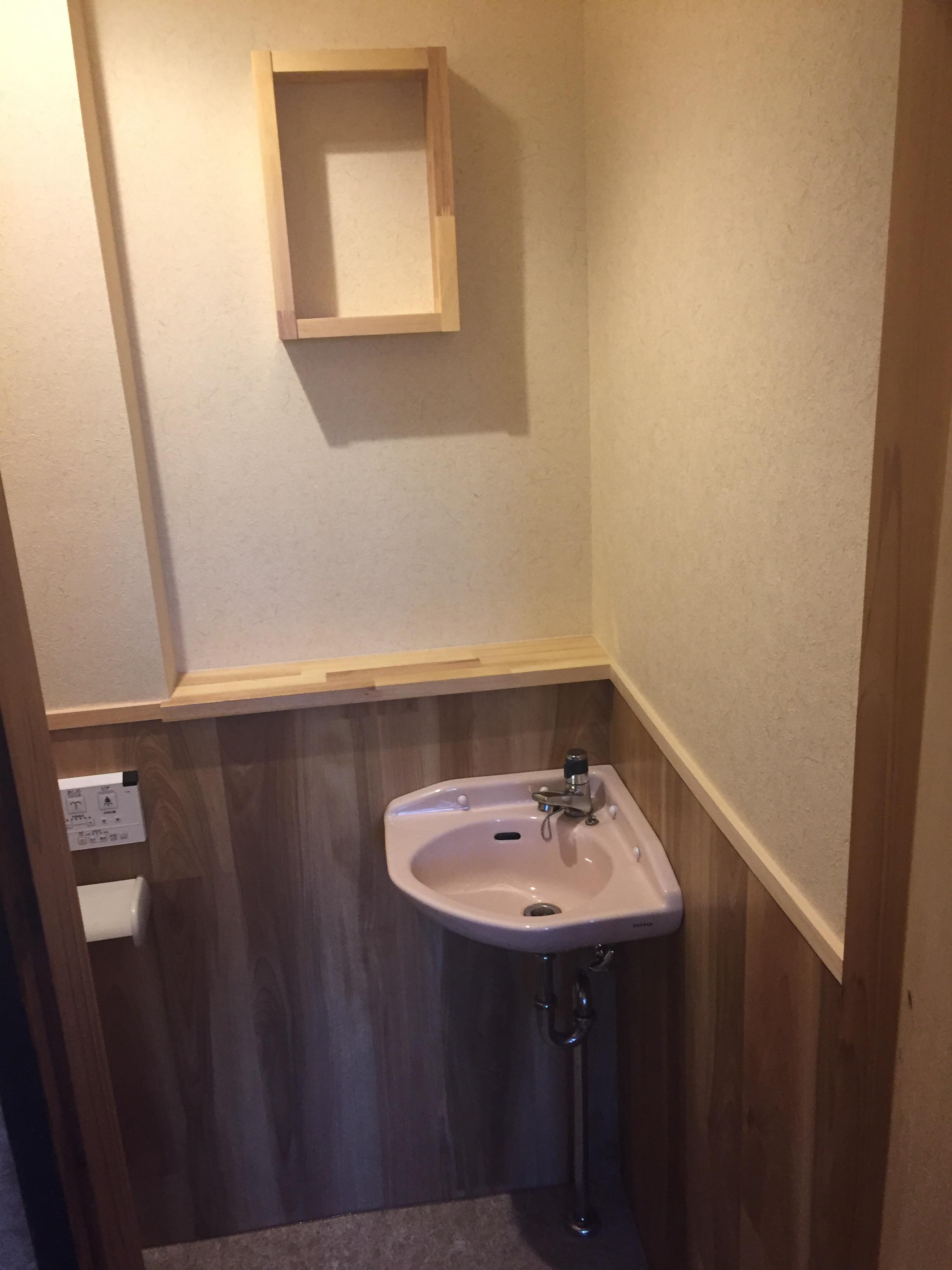 西条市 和式トイレから洋式トイレにリフォーム 施工後 飾り棚