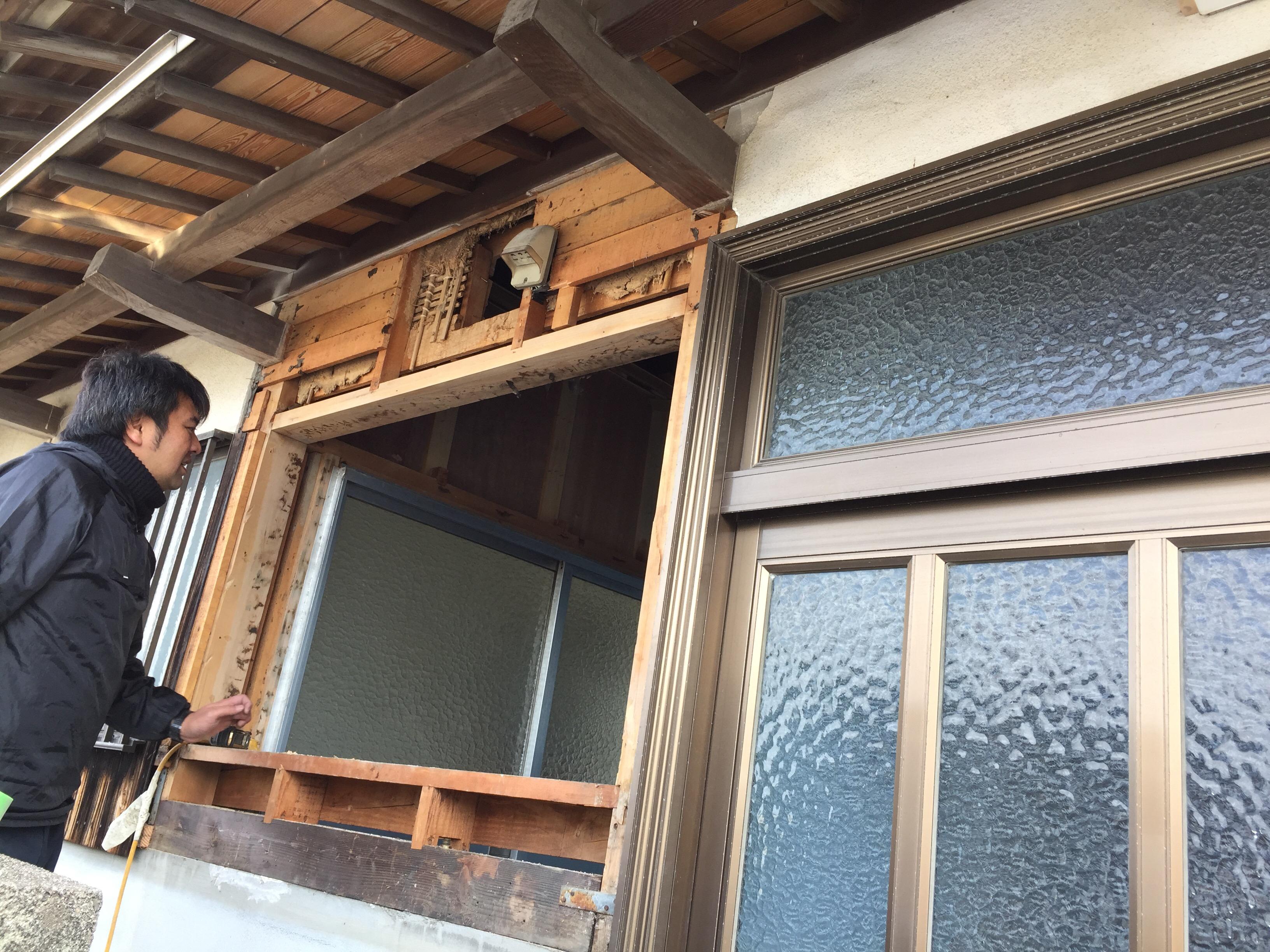 西条市 タイル貼り浴室からユニットバスへリフォーム 施工中 窓