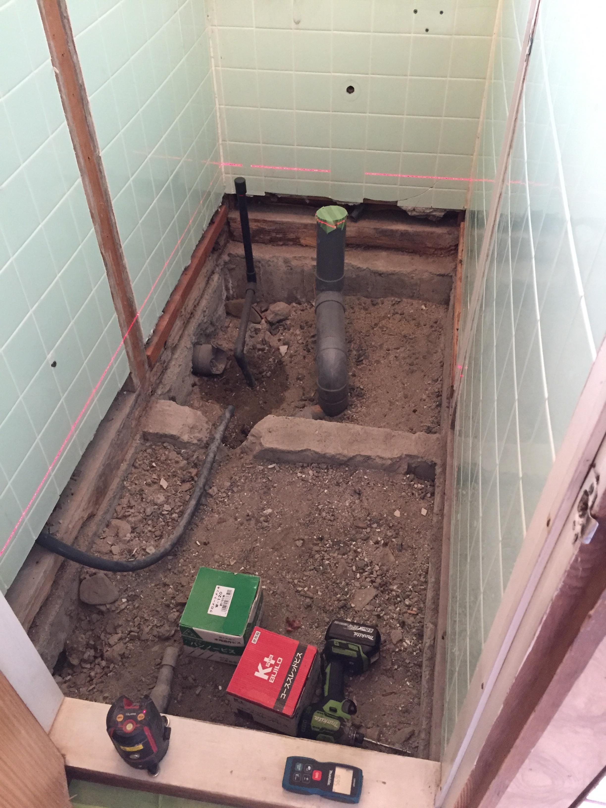 西条市 和式トイレから洋式ウォシュレットトイレにリフォーム 施工中2