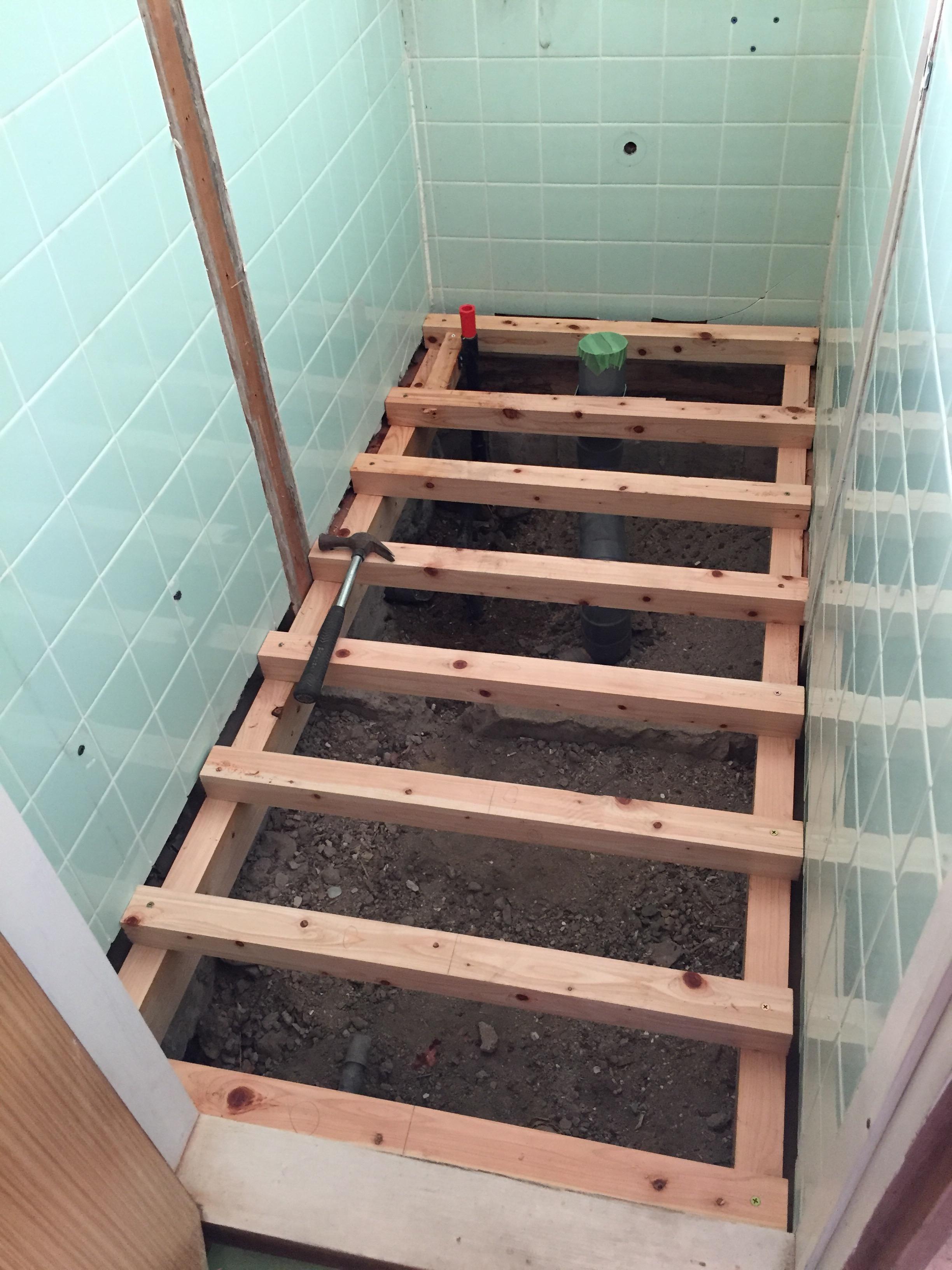 西条市 和式トイレから洋式ウォシュレットトイレにリフォーム 施工中3
