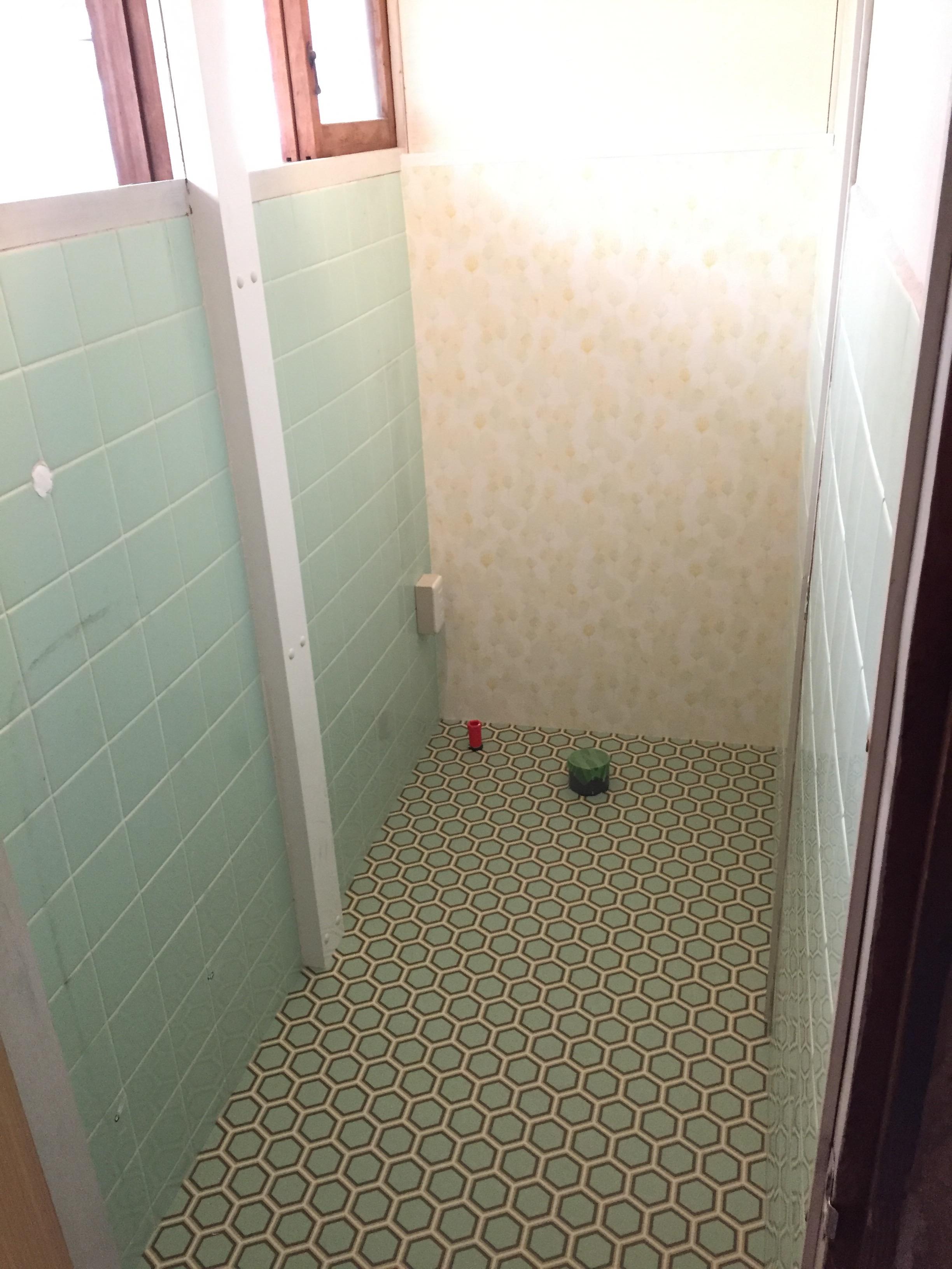 西条市 和式トイレから洋式ウォシュレットトイレにリフォーム 施工中4