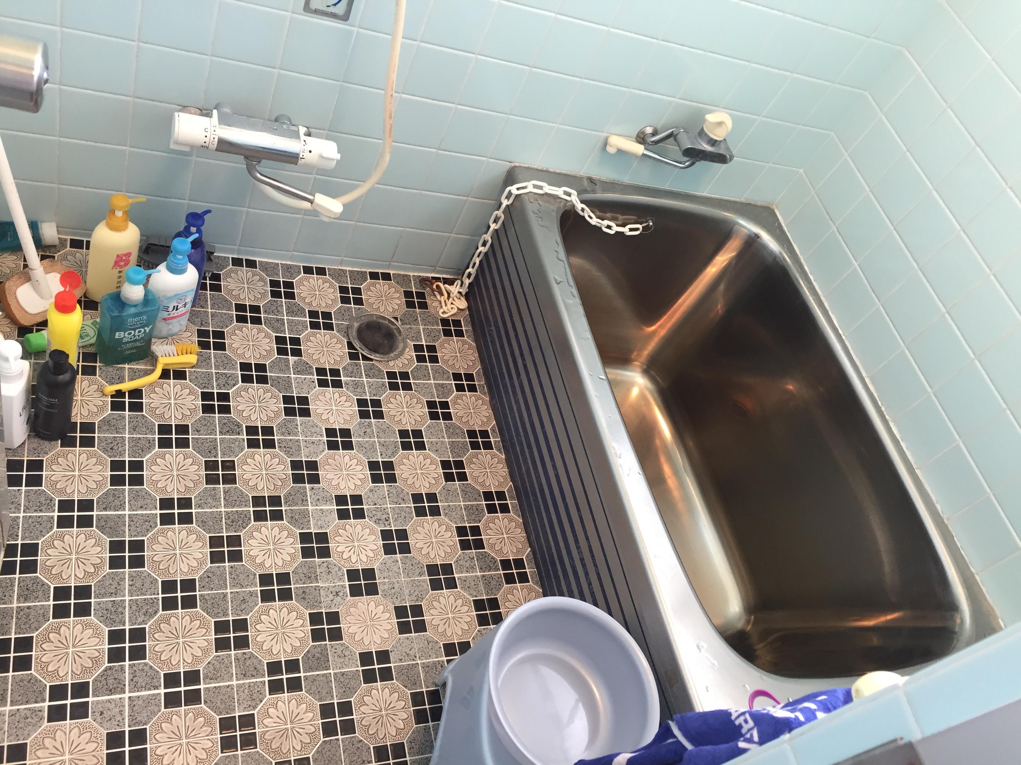 西条市でタイル貼りのお風呂からユニットバスへリフォーム施工前