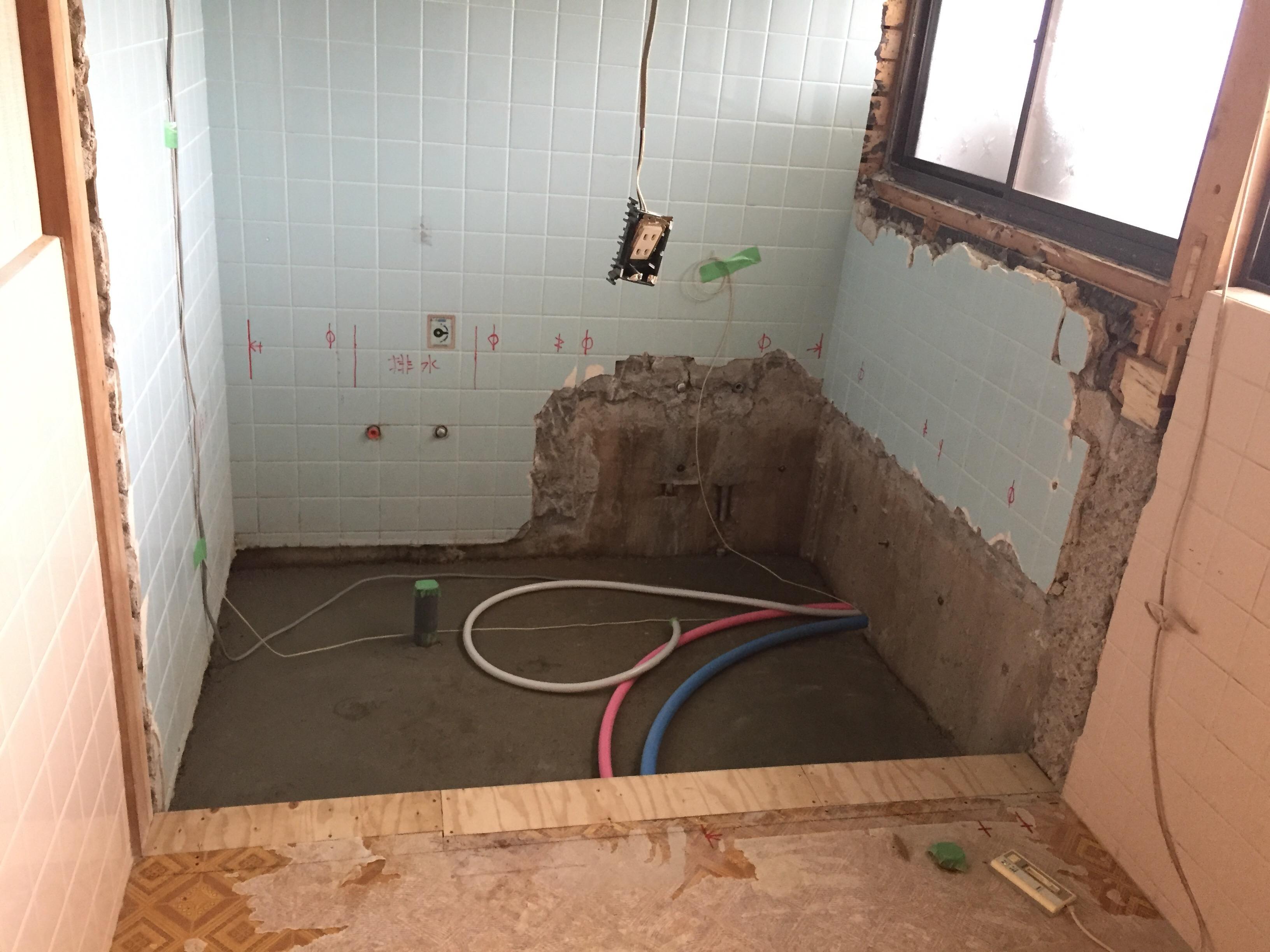 西条市でタイル貼りのお風呂からユニットバスへリフォーム施工中3