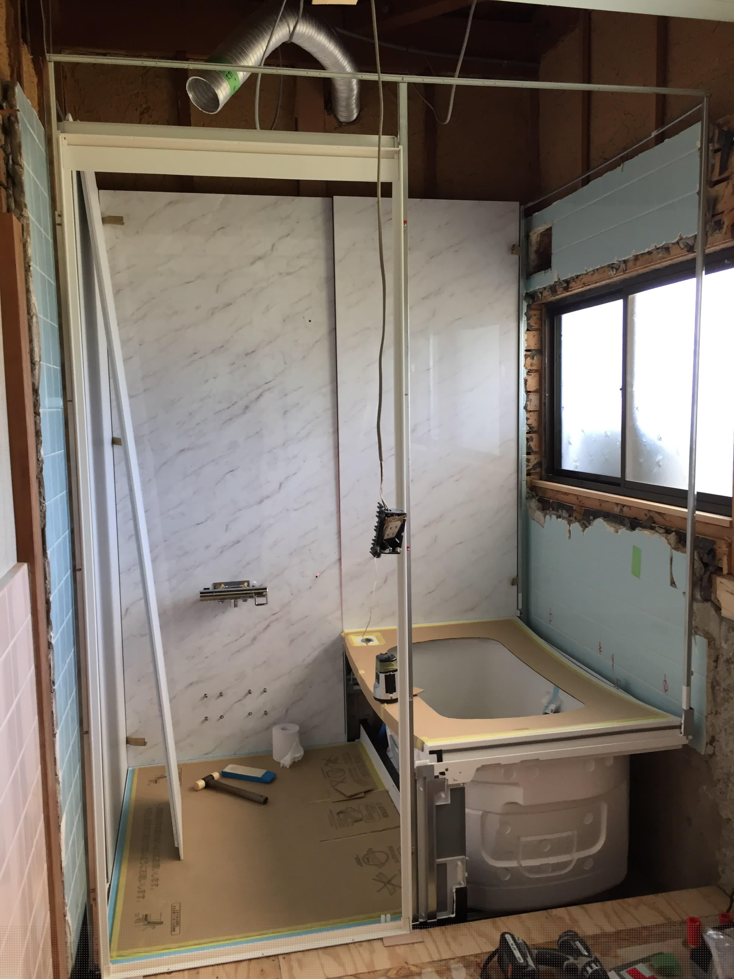 西条市でタイル貼りのお風呂からユニットバスへリフォーム施工中4