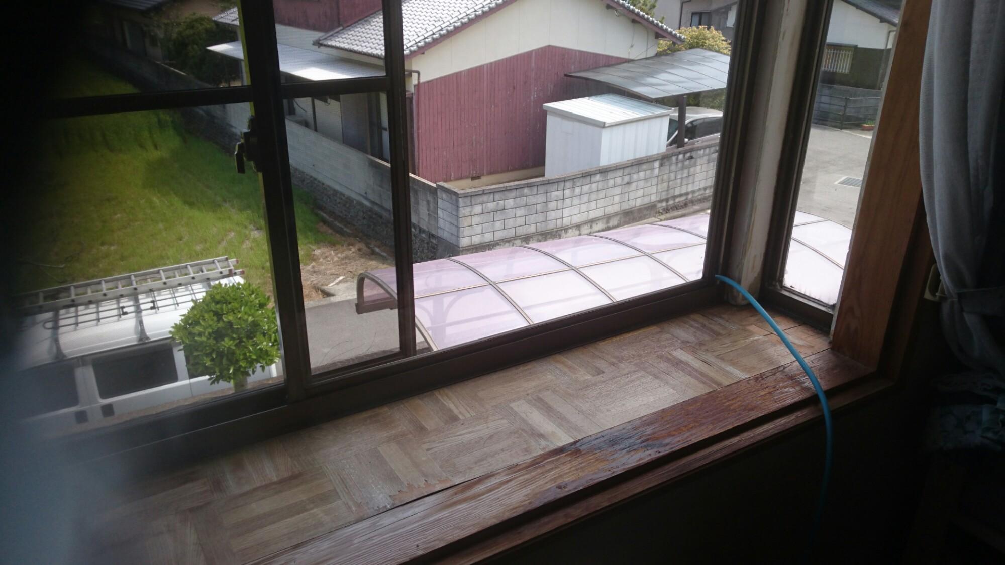 今治市 傷んだ出窓をキレイにリフォーム 施工前
