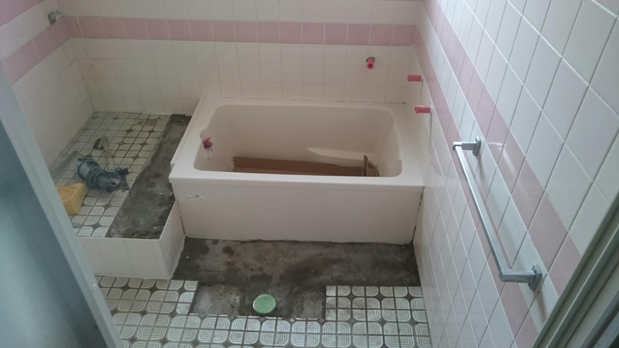 西条市 浴槽入替え タイル補修リフォーム 施工中2