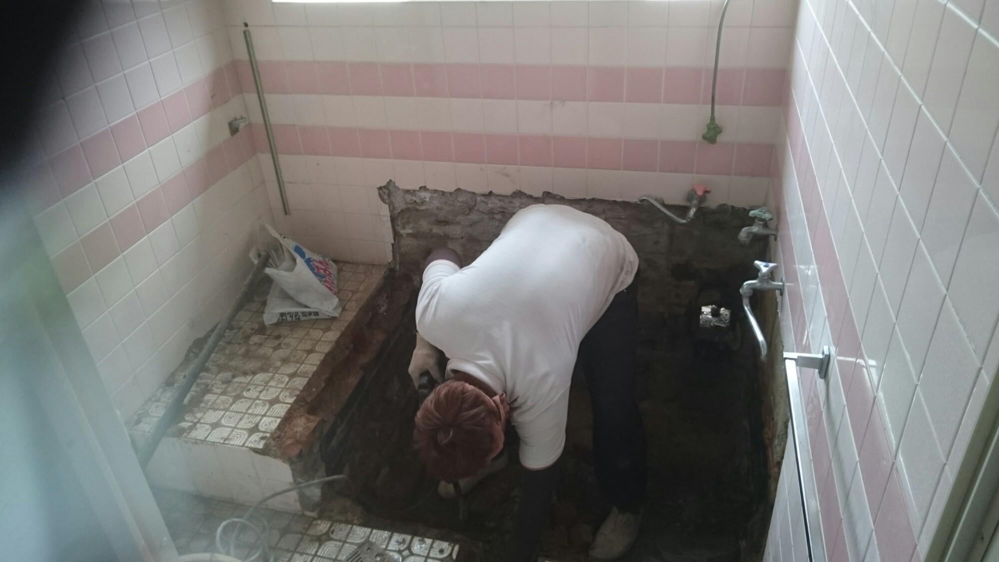 西条市 浴槽入替え タイル補修リフォーム 施工中