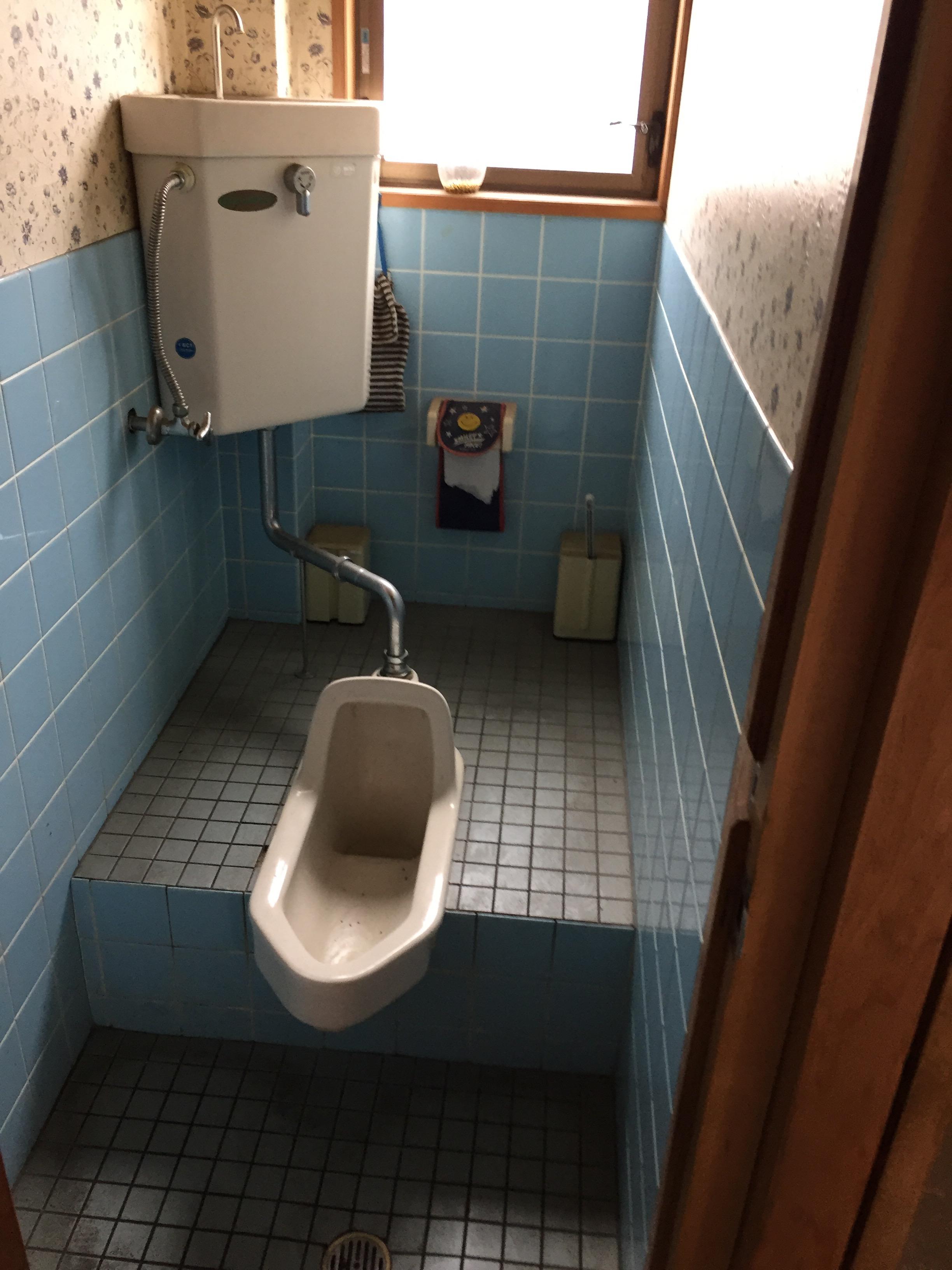 新居浜市 和式から洋式トイレにリフォーム 施工前