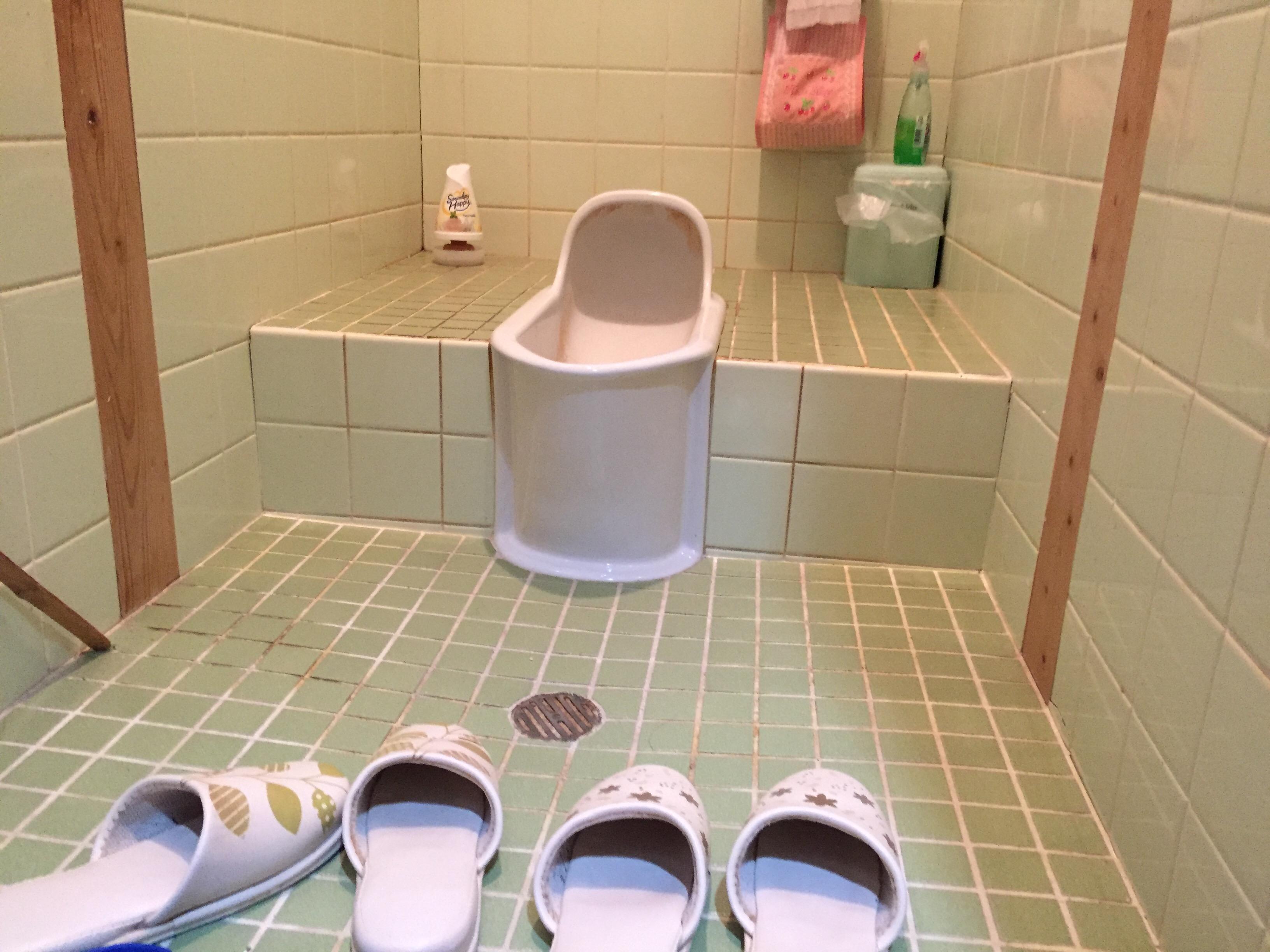 西条市 和式から簡易水栓トイレへリフォーム 施工前