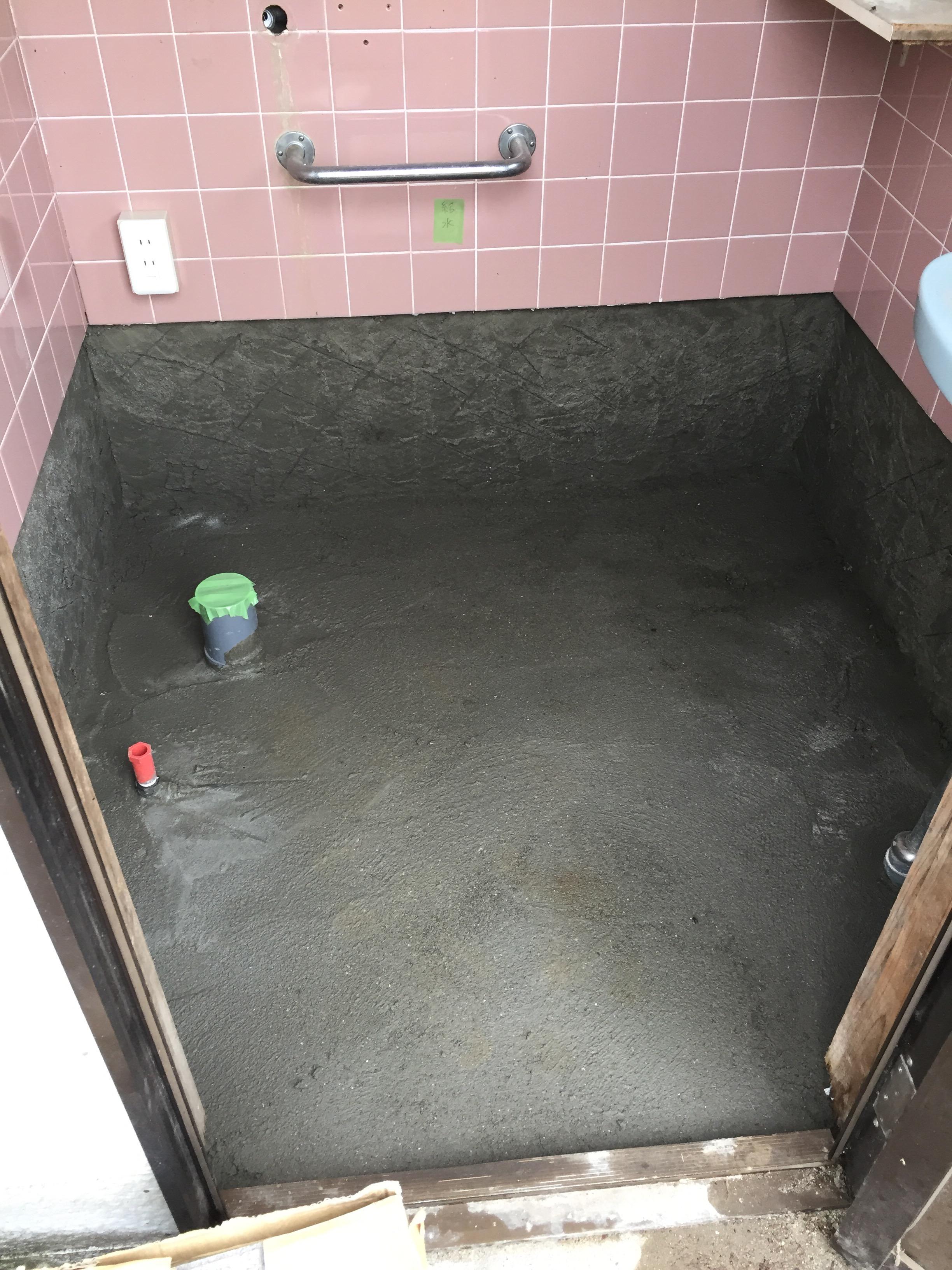 西条市 和式から洋式ウォシュレット付きトイレにリフォーム 施工中