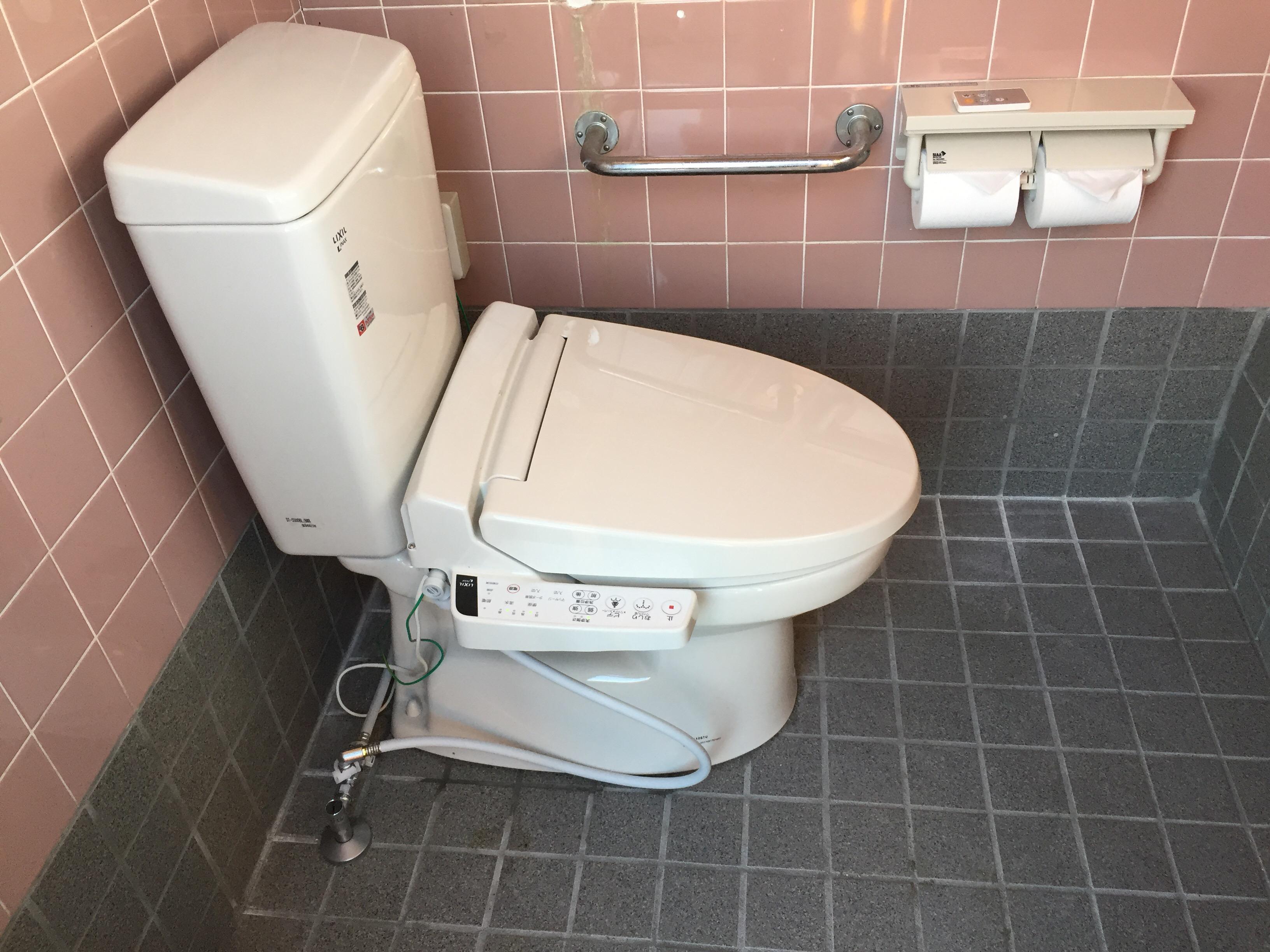 西条市 和式から洋式ウォシュレット付きトイレにリフォーム 施工後