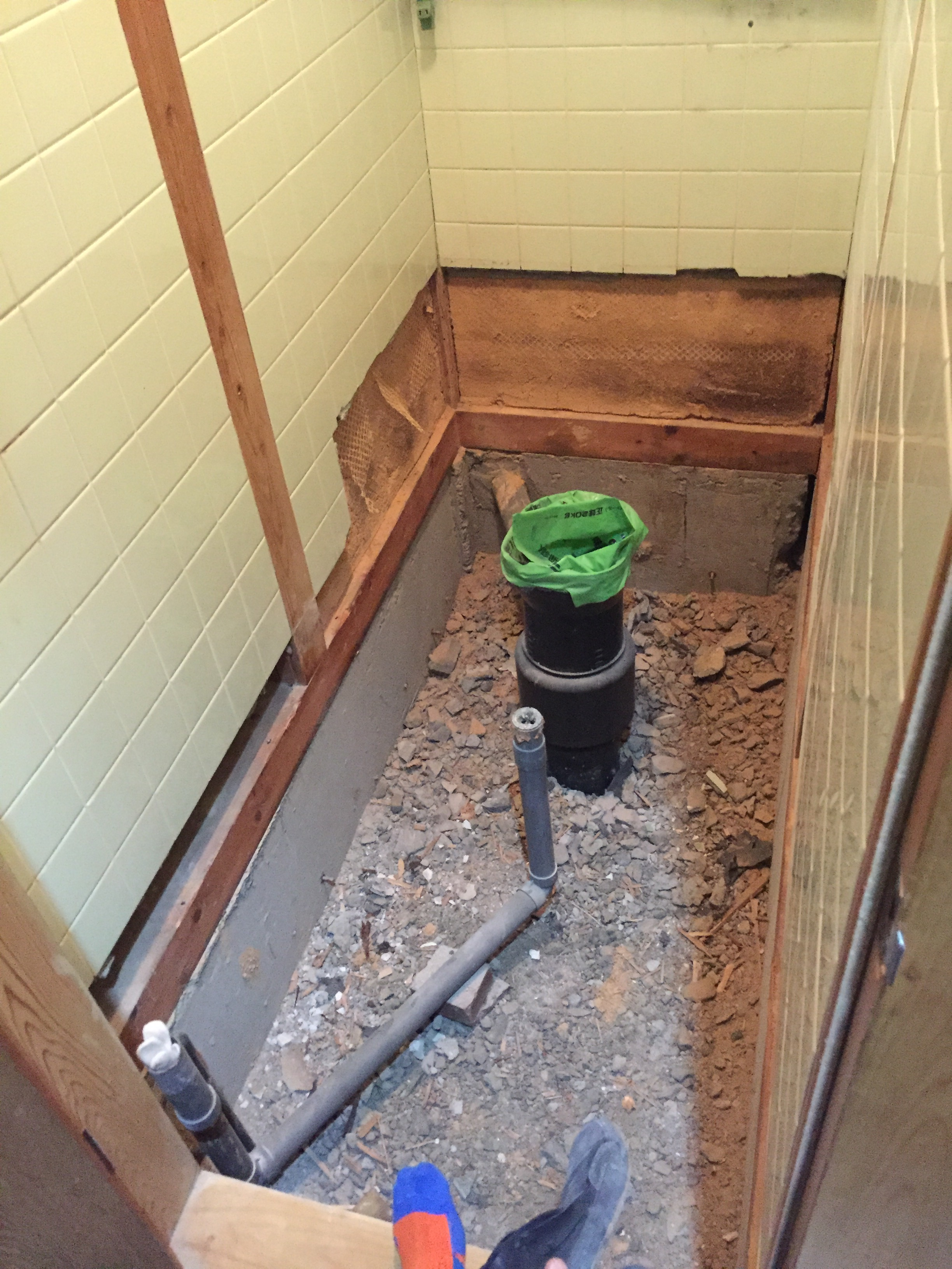 西条市 和式から簡易水栓トイレへリフォーム 施工中