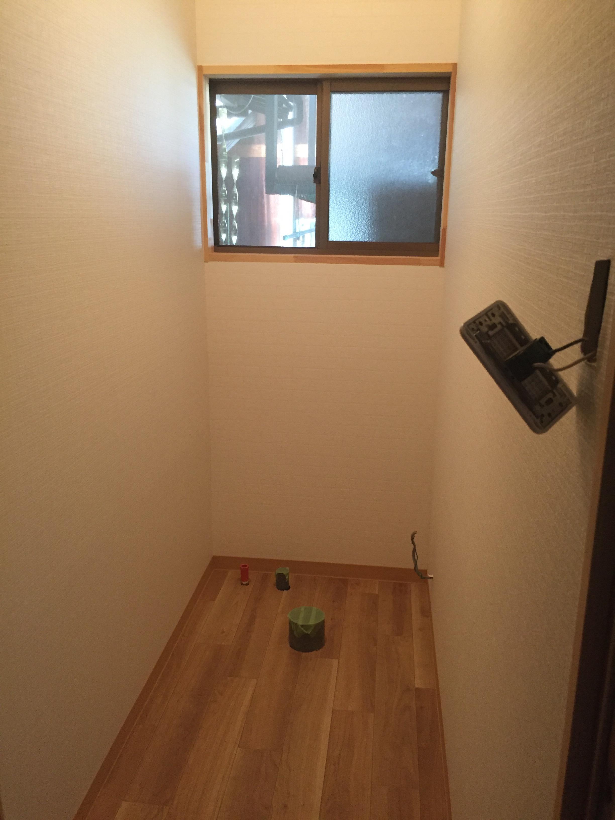 西条市 和式から簡易水栓トイレへリフォーム 施工中3
