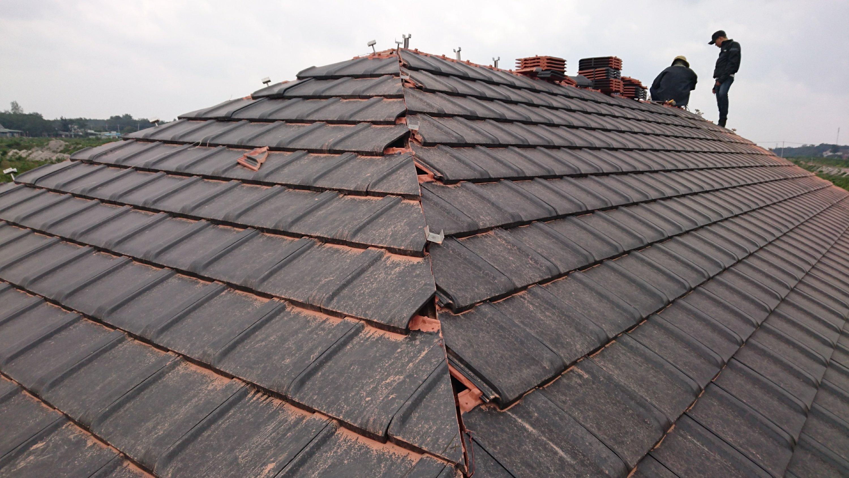 ベトナムで屋根工事すみきり